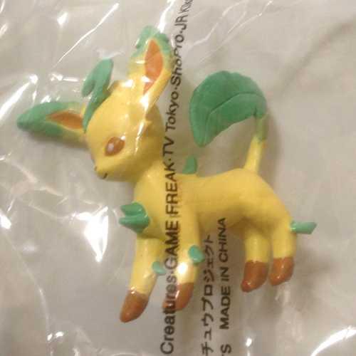 Pokemon Center 2013 Chupa Surprise Pokeball Leafeon Movie Version Figure & Candy